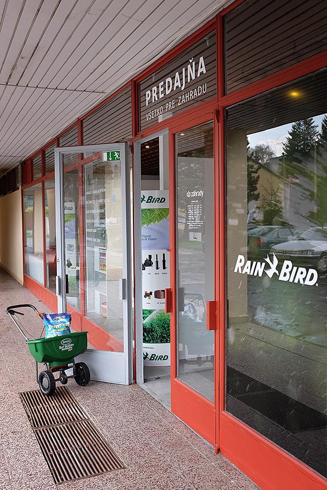36490d9ce Nájdete tu sortiment záhradného náradia a pomôcok pre závlahové systémy,  záhradný materiál a drevené či kompozitné exteriérové terasy značiek  WOODPLASTIC, ...